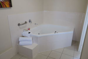 Spa | Large Corner Spa Bath | Deluxe King With Spa